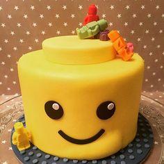 Merveilleux gâteau lego, génoise vanille-noisette, crème au nutella (livré sans rage de dents ! lol !) #lego #cake #gateau #cakedecor #patisserie #sugarplumcakeshop #french #geek #food #foodie #foodporn #yum #yummy  #yellow #cute #sweet #paris #miam #delicious #toys