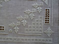 Hardanger Embroidery, White Embroidery, Hand Embroidery Designs, Cross Stitch Embroidery, Crochet Bedspread, Baby Witch, Drawn Thread, Crochet Snowflakes, Flower Pillow