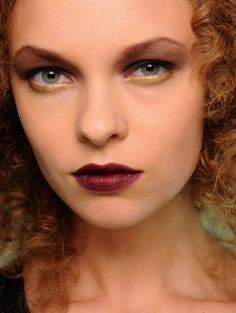 Beautiful look. Gold on the water line and burgundy lips. #makeup