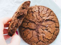 Vegan, gluten free and refined sugar free cookies! A healthy option to satisfy your sweet tooth. Vegan Sweets, Vegan Desserts, Spirulina Recipes, Wheatgrass Powder, Superfood Supplements, Sugar Free Cookies, Cookies Vegan, Gluten Free Peanut Butter, Healthy Recipes