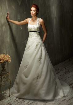 Romantisch verspieltes A-Linien Brautkleid mit Neckholder aus Organza in Elfenbein und Weiß - von Lisa Donetti