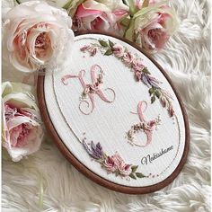 Cushion Embroidery, Basic Embroidery Stitches, Hand Embroidery Flowers, Embroidery Works, Hardanger Embroidery, Embroidery Monogram, Sewing Stitches, Ribbon Embroidery, Cross Stitch Embroidery