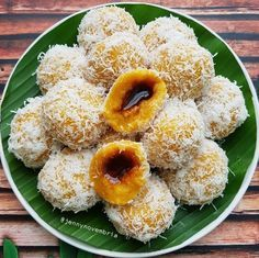 Image may contain: food Indonesian Desserts, Indonesian Cuisine, Asian Desserts, Indonesian Recipes, Sweet Recipes, Snack Recipes, Dessert Recipes, Cooking Recipes, Snacks