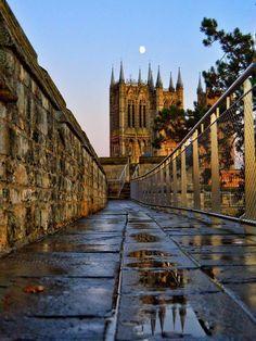 Lincoln Cathedral, England Uk, Tower Bridge, Great Britain, Scotland, Ireland, Past, Sidewalk, Cathedrals