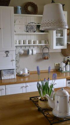 Ze života jedné hrnčířky....: Posíláme pozdrav...... Country Kitchen, New Kitchen, Cottage Shabby Chic, Cocinas Kitchen, Küchen Design, Interior Design Tips, Kitchen Styling, Cozy House, Kitchen Interior