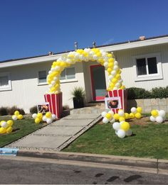 Popcorn balloon arch perfect for kids party - Amazing Share 17th Birthday Party Ideas, Prince Birthday Party, Circus Birthday, Circus Party, 9th Birthday, Popcorn Decorations, Balloon Decorations, Balloon Ideas, Movie Night Party