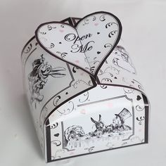 Small Alice in Wonderland Treat Box - perfect as a party favour. Digital PDF