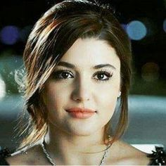 Hande Erçel ¸. Beautiful Girl Indian, Most Beautiful Women, Beautiful Celebrities, Beautiful Actresses, Brunette Makeup, Hande Ercel, Turkish Beauty, Stylish Girl Pic, Girl Pictures