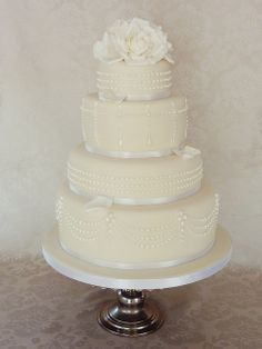 Tiffany Piped Pearl cake by Mina Magiska Bakverk (My Magical Pastries), via… Wedding Cake Pearls, Luxury Wedding Cake, Beautiful Wedding Cakes, Beautiful Cakes, Just Cakes, Cakes And More, Fondant Cakes, Cupcake Cakes, Cupcakes