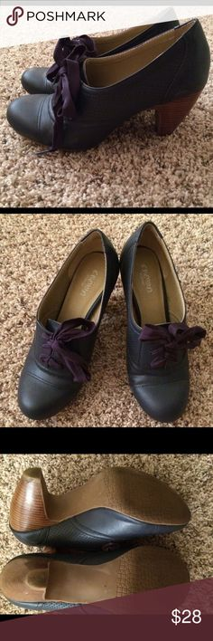 Navy Crown Vintage Lace up Shoes Navy Crown Vintage Lace up Shoes Crown Vintage Shoes Heels
