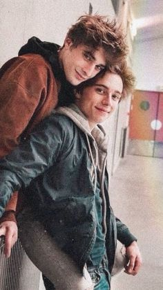 Lucas & Eliott in Skam, from France - gay couple 💙💜 love is love ❤ being gay is a blessing 💙gay love💜 Gay Couples 💙💙💙 💜💜💜 ♂❤❤ Lgbt, Skam Aesthetic, Maxence Danet Fauvel, Cute Gay Couples, Boyfriend Goals, France, Pretty Boys, Bad Boys, Couple Goals