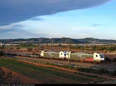 Renfe 253 at Tarragona, España by Jaume Marti Barroso
