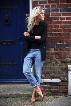 Anouk Yve is wearing a well worn jeans from Acne, black long blazer from Nicole Farhi, a round neck black top from Zara and the brown shoes are from Ganni