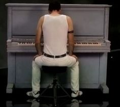 Freddie Mercury rehearsal