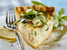Quiche au saumon et au cantal Quiches, Savory Tart, Savoury Pies, Quiche Lorraine, Egg Dish, Fish And Seafood, Camembert Cheese, Entrees, Pizza