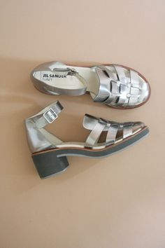 Ein persönlicher Favorit aus meinem Etsy-Shop https://www.etsy.com/de/listing/515953822/90s-jil-sander-chunky-silver-gladiator