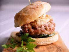 Receta | Hamburguesa de cerdo ibérico y miel, con queso manchego y nueces tostadas - canalcocina.es