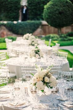 photo: Binary Flips Photography; chic outdoor wedding reception