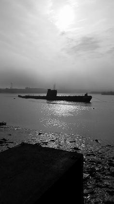 The ex Soviet Union submarine on the river medway at Strood/Rochester [shared] Naval History, Us History, Tug Boats, Motor Boats, Electric Boat, Cabin Cruiser, Navy Military, Floating In Water, Armada