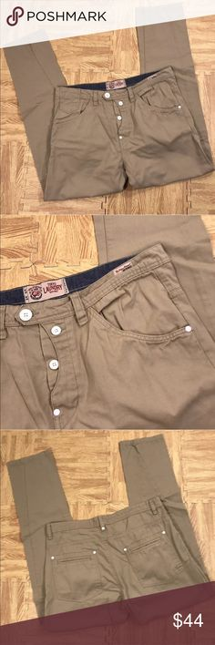 "Tokyo Laundry Tan Khakis Size 34 John Barrowman Tokyo Laundry Tan Khakis Size 34 Please see photos as we do consider them to be a part of the description.  All items listed in the category John Barrowman garage sale were purchased directly from John Barrowman of Doctor Who, Torchwood & Arrow fame from his garage sale in March 2017. These items all belonged to John Barrowman, and were used by John Barrowman. All clothing unless designated ""new with tags"" were worn by John Barrowman and when…"