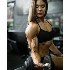 This site is a community effort to recognize the hard work of female athletes, fitness models, and bodybuilders. Athletic Girls, Athletic Body, Curls For The Girls, Muscular System, Biceps Workout, Workout Men, Hard Workout, Muscular Women, Big Muscles