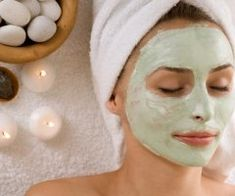 Gesichtsmaske mit Gurke selber machen - Rezept und Anleitung Face mask recipes to make yourself: It's so easy to make a face mask with cucumber yourself . Aloe On Face, Aloe Vera For Face, Aloe Vera Face Mask, Spa Facial, Facial Massage, Facial Masks, Natural Face Pack, Natural Skin, Homemade Face Masks