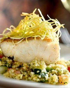 Filet de namorado com tabule de quinoa e crocante de alho poró (Foto: Tadeu Brunelli/Divulgação)
