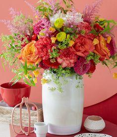 Winterstrauß aus Rosen, Nelken und Laternenblumen