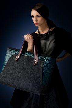http://goshico.com/en/a-large-shoulder-bag-flowerbag.html PRICE: 98.04 €