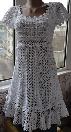 Beautiful crochet dress. With easy standard yarn available simply exuberant - FREE PATTERNS