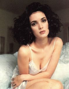 Winona Ryder Rolling Stone by Herb Ritts, May 1991 **I am in LOVEEE with this look :) My god look at that lip color and eyes! Pretty People, Beautiful People, Beautiful Women, Winona Ryder 90s, Winona Ryder Style, Divas, Winona Forever, Herb Ritts, Olivia De Havilland