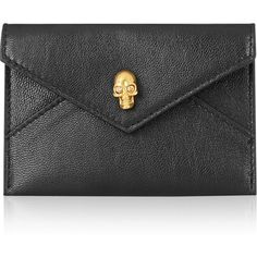 Alexander McQueen Skull leather cardholder (440 BRL) ❤ liked on Polyvore featuring bags, wallets, clutches, alexander mcqueen, black, cardholders, genuine leather bags, leather skull bag, snap closure wallet and alexander mcqueen wallet
