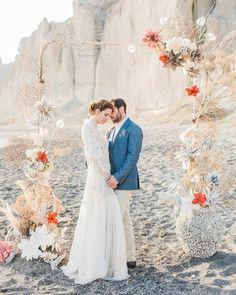 Vibrant beachy wedding editorial in Santorini Edible Wedding Favors, Unique Wedding Favors, Wedding Decorations, Wedding Backdrops, Farm Wedding, Diy Wedding, Dream Wedding, Tuscan Wedding, Wedding Couples