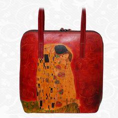 Originálna ručne maľovaná kožená kabelka. Existuje len jeden kus. Každý jeden kus ručne maľovaných výrobkov je umelecké dielo. Kabelka je neopakovateľný originál s nádhernou maľbou.  Motív: Gustav Klimt – The kiss