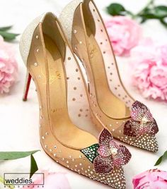 """«""""All it took was one really great pair of shoes - Cinderella"""" -Christian Louboutin Pretty Shoes, Beautiful Shoes, Bridal Shoes, Wedding Shoes, Besties, Pumps Heels, High Heels, Heeled Boots, Shoe Boots"""