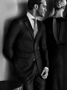 Campagne Made to Measure Giorgio Armani Printemps_Été 2018 – FR Daily News – 01 Couple Chic, Classy Couple, Elegant Couple, Giorgio Armani, Armani Men, Malbec, Matching Couple Outfits, Vintage Couples, The Fashionisto