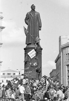 Demolition of the monument Dzerzhinsky. Moscow.1991