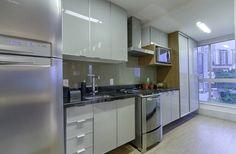Apartamento Vila da Serra: Cozinhas translation missing: br.style.cozinhas.minimalista por Carmen Calixto Arquitetura
