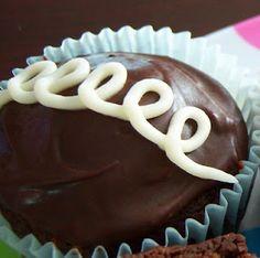 """Homemade """"Hostess"""" Cupcakes"""