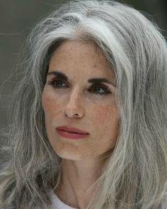 Cheveux Blancs - Gris - Argentés on Pinterest | 265 Pins