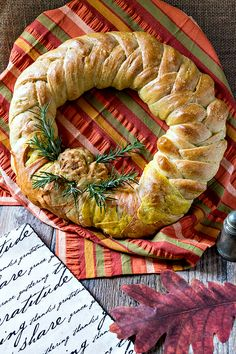Thanksgiving wreath braided bread centerpiece recipe only contains seven main ingredients, but wow, what an impact! And it's flavored with poultry seasoning, so it fits in beautifully with the rest of your Thanksgiving menu! Thanksgiving Wreaths, Thanksgiving Menu, Fall Recipes, Holiday Recipes, Yummy Recipes, Bread Art, Braided Bread, Artisan Bread, Biscuit Recipe