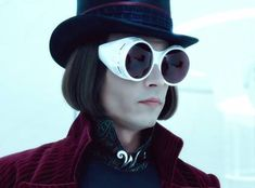 Johnny Depp as Willy Wonka – 'Charlie and the Chocolate Factory' Johnny Depp Willy Wonka, Johnny Depp 90s, Johnny Depp Movies, Roald Dahl, Johnny Depp Personajes, Gilbert Grape, Willy Wonka Costume, Johnny Depp Characters, Charlie Chocolate Factory