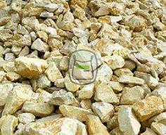 Yellow Sun is een breuksteen met een zacht gele kleur. Deze kalksteen is door zijn kleur en hardheid heel populair en zeer geschikt voor het gebruik van vijverrand, bodembedekking, steenkorven of grondkering Yellow Sun breuksteen in big bag | siergrindwinkel.nl