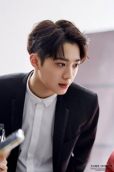 Lai Guan Lin In Wonderland F4 Boys Over Flowers, Rapper, Guan Lin, Lai Guanlin, Kim Jaehwan, Chinese Boy, K Idol, Profile Photo, Asian Actors