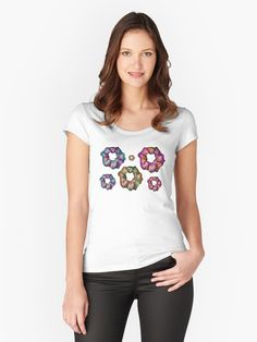Camisetas entalladas de cuello redondo «Mandala of a class Yellow Sunflower, Tecno, Good Music, Tshirt Colors, Chiffon Tops, V Neck T Shirt, Classic T Shirts, T Shirts For Women, Summer Shirts