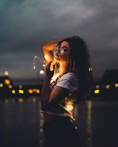 Portrait Photography Poses, Photography Poses Women, Tumblr Photography, Night Photography, Photo Poses, Creative Photography, Amazing Photography, Fashion Photography, Photography Ideas