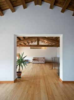 Floor and ceiling Living Room Wood Floor, Kitchen Dining Living, Beautiful Interiors, Beautiful Homes, Exterior Design, Interior And Exterior, Wood Floor Colors, Hippie House, Attic Renovation