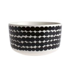 Eat your food in style with this Oiva Siirtolapuutarha Bowl from Marimekko. Made from white stoneware this bowl features the Siirtolapuutarha dotty line pattern. Being dishwasher, oven, microwave and freezer safe, this bowl is perfect for every t Marimekko, Black Bowl, Kitchenware, Tableware, Cereal Bowls, Crate And Barrel, Timeless Design, Crates, Dinnerware
