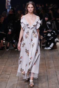 Alexander McQueen Spring 2016 Ready-to-Wear Collection Photos - Vogue