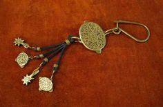Sun Key ring – Noor Design   Noor Design in Köln verkauft einzigartige handgefertige Produkte - Taschen aus hochwertig verarbeitetem Leder, Schmuck, Accessoires und Lampen aus Messing und versilbertem Messing - die in Kairo angefertigt werden. www.noor-design.me